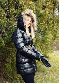 A nice girl in a nice coat. Nylons, Down Puffer Coat, Puffer Coats, Women's Shooting, Down Suit, Winter Suit, Puffy Jacket, Confident Woman, Leather Gloves