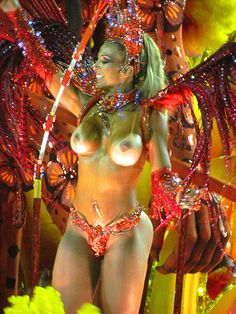 Valesca Popozuda sem a parte de cima da fantasia Salgueiro Rio Carnaval 2012 Desfile Sambódromo Rio de Janeiro Carnival Carioca Brazil Brasil samba Marquês de Sapucaí Segunda