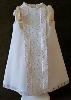 Vestido de #bebé de #piqué. Cómo vestir a un #reciénnacido. Puedes ver más en https://cmcanastillasyregalos.wordpress.com/liquidacion-tienda/