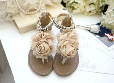 Classy and cute shoes :) girl-thing Pretty Shoes, Cute Shoes, Me Too Shoes, Dream Shoes, Crazy Shoes, Cute Sandals, Pretty Sandals, Stylish Sandals, Embellished Sandals