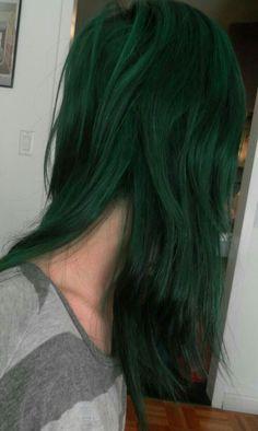 Manic panic venus envy is so freakin' awesome! Dark Green Hair, Green Hair Colors, Hair Dye Colors, Cool Hair Color, Manic Panic Venus Envy, Manic Panic Green Envy, Medium Bob Hairstyles, Pretty Hairstyles, Hair Inspo