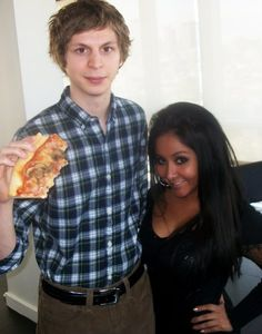 this picture of michael cera holding a large pizza next to snooki is all i need