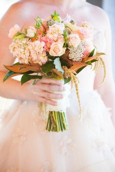 soooo beautiful... loving the pale peach. Style Me Pretty | Gallery | Picture | #737465