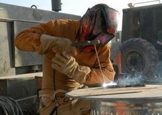 Welding Classes, Welding Jobs, Diy Welding, Welding Table, Metal Welding, Welding Ideas, Welding For Beginners, History Of Welding, Shielded Metal Arc Welding