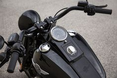 One of the iconic H-D machines, the Fat Boy takes a firm step on the dark side with the 2016 model year S incarnation. The MoCo planned a single color for the bike, and that color is black. However, customers can choose between the matte Black Denim and shiny Vivid Black liveries, but that's about it when it comes to graphics.