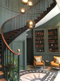 43 The Most Popular Staircase Design This Year For Interior Design Your Home Interior Design Your Home, Room Furniture Design, House Entrance, Entrance Hall, Paris Hotels, Staircase Design, Spiral Staircase, Elle Decor, Home Renovation