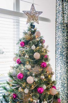 Pink Christmas Decorations, Pink Christmas Tree, Christmas Rock, Christmas Tree Design, Christmas Tree Themes, Christmas Photos, Christmas Time, Christmas Ornament, Christmas Ideas