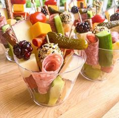 Charcuterie Recipes, Charcuterie And Cheese Board, Cheese Boards, Brunch, Party Food Platters, Wedding Appetizers, Food Presentation, Finger Foods, Appetizer Recipes