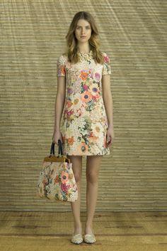 Guarda la sfilata di moda Tory Burch a New York e scopri la collezione di abiti e accessori per la stagione Pre-collezioni Primavera Estate 2014.