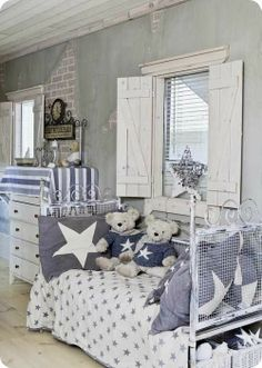 Shabby blue in a boy's room