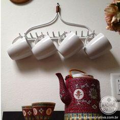 Organizador de canecas feito com rastelo - Madame Criativa