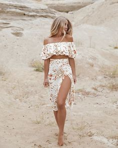 @rocio_outfit_ideas • Instagram photos and videos Floral Tops, Photos, Bodysuit, Two Piece Skirt Set, Photo And Video, Chic, Instagram, Skirts, How To Wear