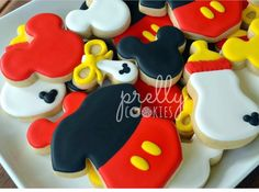 Mickey themed sugar cookies for a surprised baby shower thrown earlier last month for my sister-in-law ❤️ Minnie Mouse Cookies, Disney Cookies, Baby Cookies, Baby Shower Cookies, Cute Cookies, Cupcake Cookies, Iced Sugar Cookies, Royal Icing Cookies, Galletas Decoradas Baby Shower