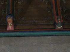 Sculture in legno policromo della sala dei malati (XV sec.) con simboli agresti e contadini, risalenti anche a tradizioni orali pre-cristiane