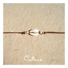 Bracelet de cuir marron avec demi coquillage naturel, perles en bois et perles argentées, avec fermoir - 3,50 € https://www.alittlemarket.com/bracelet/bracelet_cuir_marron_demi_coquillage_perles_bois_argentees_avec_fermoir-18975281.html ▸▹ Caractéristiques ◃◂ Réalisé à la main Longueur du bracelet : 17,0 cm /!\ Veillez à vérifier que la taille du bracelet vous convient !