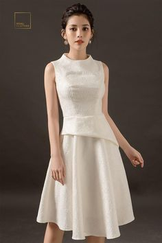 Đầm macy gấm trắng Simple Dresses, Pretty Dresses, Short Dresses, Prom Dresses, Couture Dresses, Fashion Dresses, Conservative Fashion, Look Formal, Crop Top Outfits