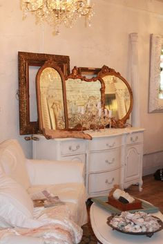 Love the mirrors, also that white sofa cover....