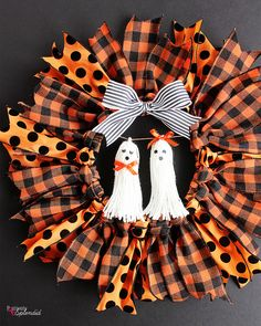 Halloween Ribbon Wreath -- So easy to make with an embroidery hoop, and these ghost tassel embellishments are adorable! Diy Halloween Ribbon Wreath, Diy Yarn Wreath, Christmas Mesh Wreaths, Easy Halloween Crafts, Wreath Crafts, Diy Halloween Decorations, Fall Crafts, Tulle Wreath, Wreath Ideas