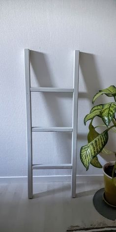 Good Pieces In Life: Sisustustikkaat - Decorative ladder