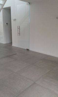 betonlook vloertegels 80x80 cm kronos prima materia cemento Grey Floor Tiles, Grey Flooring, Future House, My House, Madeira Natural, Apartment Renovation, Shower Remodel, Concrete Floors, New Homes