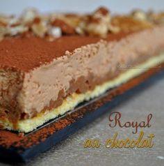"""C'est sans doute un de mes gâteaux préférés, ici on aime le chocolat et ce """"Royal"""" (appelé également """"Trianon"""") est une pure gourmandise bien chocolatée, il est composé de 3 couches: un biscuit, un croustillant praliné et une mousse au chocolat, idéal... Lemon Desserts, Just Desserts, Delicious Desserts, Dessert Recipes, Layered Deserts, French Chocolate, Icebox Cake, Pastry Cake, Food Humor"""