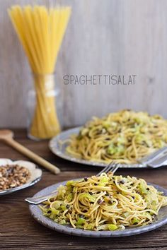 Achtung, oberleckerer Spaghettisalat - My list of simple and healthy recipes Noodle Recipes, Pasta Recipes, Salad Recipes, Vegan Recipes, Leek Recipes, Spaghetti Salad, Courge Spaghetti, Feta, Law Carb