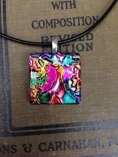 Want To Use Alcohol Ink On Glass? Learn How! - Bored Art alcohol ink on glass 8 Alcohol Ink Jewelry, Alcohol Ink Glass, Alcohol Ink Crafts, Alcohol Ink Painting, Alcohol Ink Tiles, Resin Jewelry, Glass Jewelry, Jewelry Crafts, Nail Polish Jewelry
