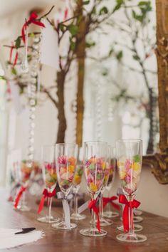 Arbre à souhaits et flûtes de champagne gravées et personnalisées pour chaque convive