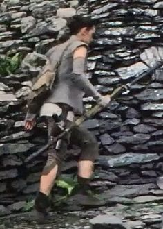 She's carrying the blaster Han gave her!! :'(