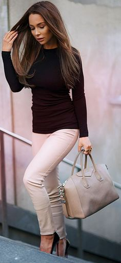 Johanna Olsson is wearing a neutral outfit consisting of beige leather trousers from Patrizia Pepe, black top from Zara and the creme bag is from Givenchy