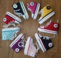 Baby Knitting Patterns Booties Baby Chucks - Is the name a trademark infringement? (Trademark infringement B . Crochet Converse, Crochet Baby Booties, Crochet Slippers, Hat Crochet, Free Crochet, Baby Converse, Converse Slippers, Tenis Converse, Converse Shoes