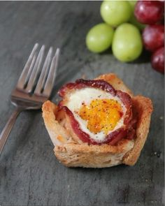 Bacon Egg and Toast Cups. Bacon Egg and Toast Cups Easy and Delicious Breakfast. (in Chinese) Bacon Breakfast, What's For Breakfast, Chinese Breakfast, Slovak Recipes, Egg Toast, Bacon Egg, Pork Recipes, Brunch Recipes, Good Food