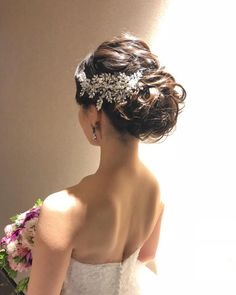 画像に含まれている可能性があるもの:1人以上、クローズアップ Dress Hairstyles, Bride Hairstyles, Bridal Hair Up, Hair Arrange, Wedding Hair Inspiration, Bridal Hair Accessories, Wedding Images, Hair Jewelry, Headpiece