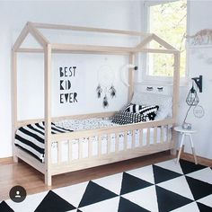 Amazing house bed in a gorgeous black and white kid's room, so perfect!  #estella #kids #decor