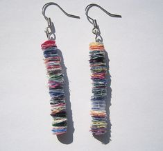 recycled plastic earrings made with discs of fused plastic bags Reuse Plastic Bags, Plastic Bag Crafts, Fused Plastic, Melted Plastic, Plastic Art, Plastic Spoons, Plastic Bottles, Plastic Earrings, Plastic Jewelry