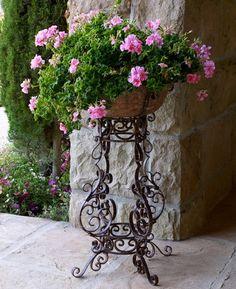 55 Ideas for garden planters large flower pots Large Planters, Outdoor Planters, Outdoor Decor, Container Plants, Container Gardening, Succulent Containers, Container Flowers, Vegetable Gardening, Ivy Geraniums