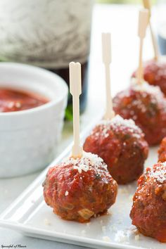 Mozzarella Stuffed Baked Italian Meatballs are perfect for the holidays, dinner parties or game days! Mozzarella Stuffed Baked Italian Meatballs are perfect for the holidays, dinner parties or game days! Beef Recipes, Italian Recipes, Cooking Recipes, Meatball Recipes, Meatball Appetizers, Vegetarian Recipes, Italian Foods, Pasta Recipes, Cake Recipes