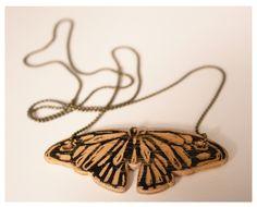 Linoldruck auf Holz Kette Schmetterling - kleiderkreisel.de