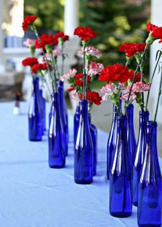 Fourth of July Party Decorations: Pop some red and white carnations into blue bottles and call it a day. Fourth of July Party Decorations: Pop some red and white carnations into blue bottles and call it a day. Fourth Of July Decor, 4th Of July Decorations, 4th Of July Party, Table Decorations, Blue Party Decorations, Birthday Decorations, Baby Shower Table, Baby Boy Shower, Tables Tableaux