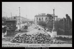 https://flic.kr/p/ET17yu | Ανακατασκευή πεζοδρομίου Τερψιθέας, Πειραιάς, 1939. |  Στο βάθος το Παρθεναγωγείο του Π. Παπαϊωάννου που στεγαζόταν στην οικία Βαρβαρέσου (αναφέρεται και ως Μέγαρο Ζαλοκώστα ή οικία Καζανόβα) στη συμβολή της σημερινής λεωφόρου Ηρώων Πολυτεχνείου με τον πεζόδρομο Γλάδστωνος. Έργο του Ερνέστου Τσίλλερ.