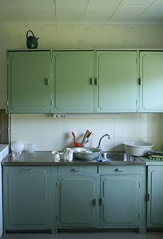 Keittiökaapit tulivat Suomeen 1930-luvulla. Nämä Pohjois-Pohjanmaalaisen talon vanhat kaapit kunnostetiin 2000-luvun alussa.