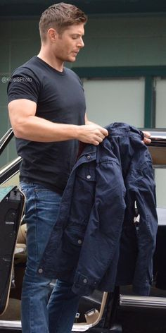 Just can't get enuf of Jensen on set S12 E5