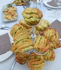 For a delicious garden party! Herb and garlic fan bun - Trend Noodle Side Dish Recipes 2019 Gluten Free Camping, Shish Kebab, Grilling Sides, Snacks Für Party, Cooking On The Grill, Serving Dishes, Nutrition, How To Cook Chicken, Eating Habits