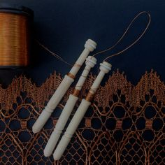 Lenka's Bobbins for Wire Lace - MEDIUM - set of 24 pieces (12 pairs) - versatile bobbin for lacemaking with wire, excellent for beginners