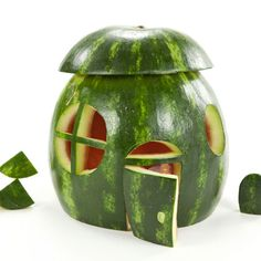 Carve a Melon Manor. For enchanted forest party, fairy house! Watermelon Art, Watermelon Carving, Watermelon Designs, Sweet Watermelon, Watermelon Recipes, Fairy Tea Parties, Tea Party, Emplatado Ideas, Fruits Decoration