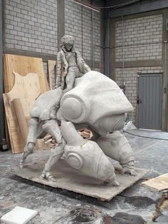 Adrián Villar Rojas. Sculpture. Clay (unfired), cement, burlap, wood, metal, glass, fossils and plastic ice cream cups 450 x 500 x 400 cm