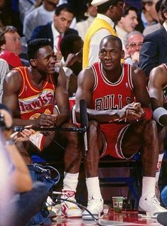 Dominique Wilkins and Michael Jordan- just two NBA legends chilling court side in their prime. Red Basketball Shoes, Basketball Pictures, Basketball Legends, Sports Basketball, Basketball Players, Pickup Basketball, Basketball Tickets, Basketball Stuff, Basketball Shooting