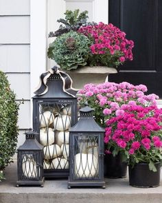 Five Favorite Tips to Tame the Holiday Crazy! Love this trio of black lanterns filled with pumpkins (and the mums too!) for a fall front porchLove this trio of black lanterns filled with pumpkins (and the mums too!) for a fall front porch Modern Fall Decor, Fall Home Decor, Autumn Home, Front Door Decor, Front Porch, Front Doors, Driven By Decor, Lanterns Decor, Porch Lanterns