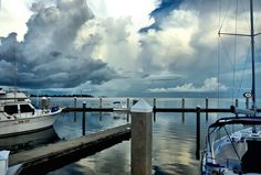 Bahama Bob's Rumstyles: Early Morning with Thunder Rumbling in the Backgro...