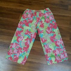 """Lilly Pulitzer Birdie Tropical Capris Sz M Drawstring waist, side pockets. Waist is 15"""" laid flat, total length is 33.5"""". Excellent condition! Lilly Pulitzer Pants Capris"""